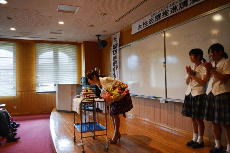 9月25日は宮之原さんの誕生日。3日遅くなりましたが誕生日ケーキを参加者から贈呈。